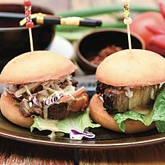 Crispy pork belly mini burger (2pcs)