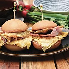 Bacon and egg mini burgers (2pcs)
