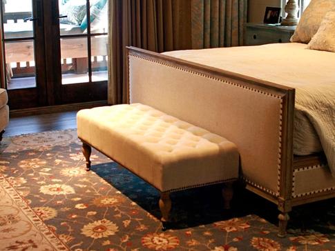 Bedroom Decoration With Ushak Carpet