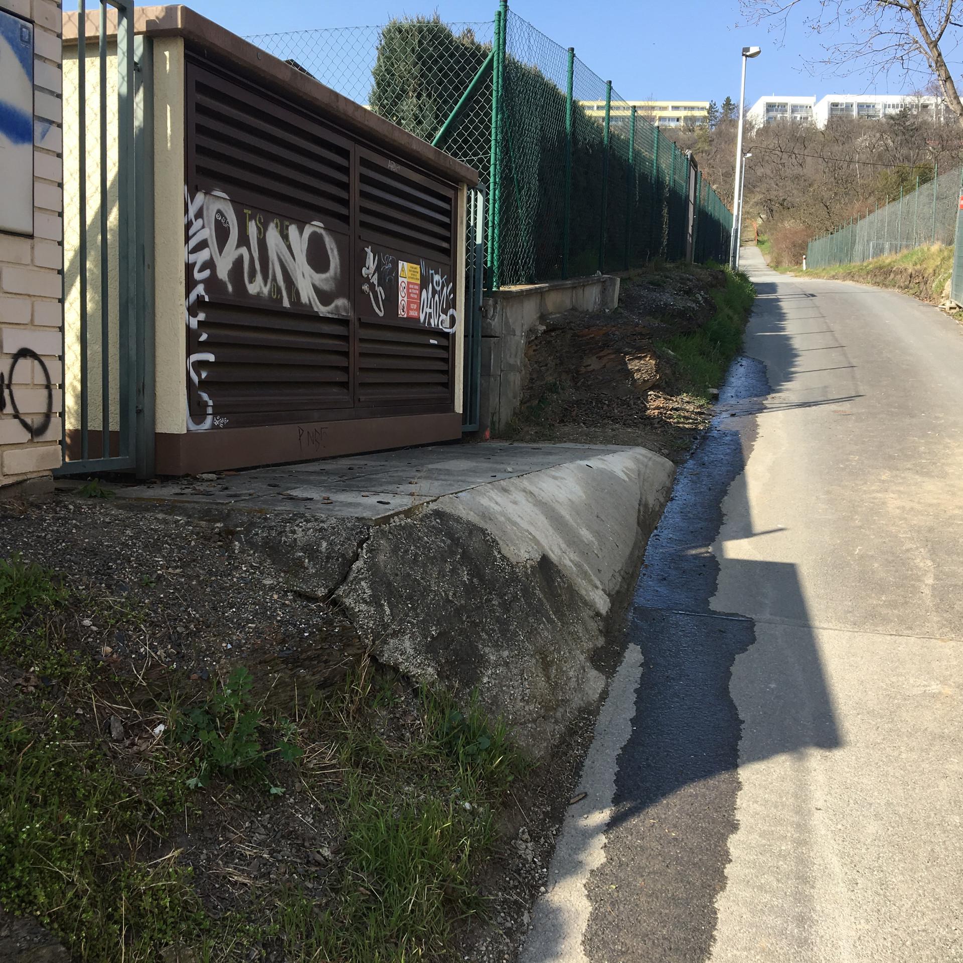 Dirty small gap or manual ledge  