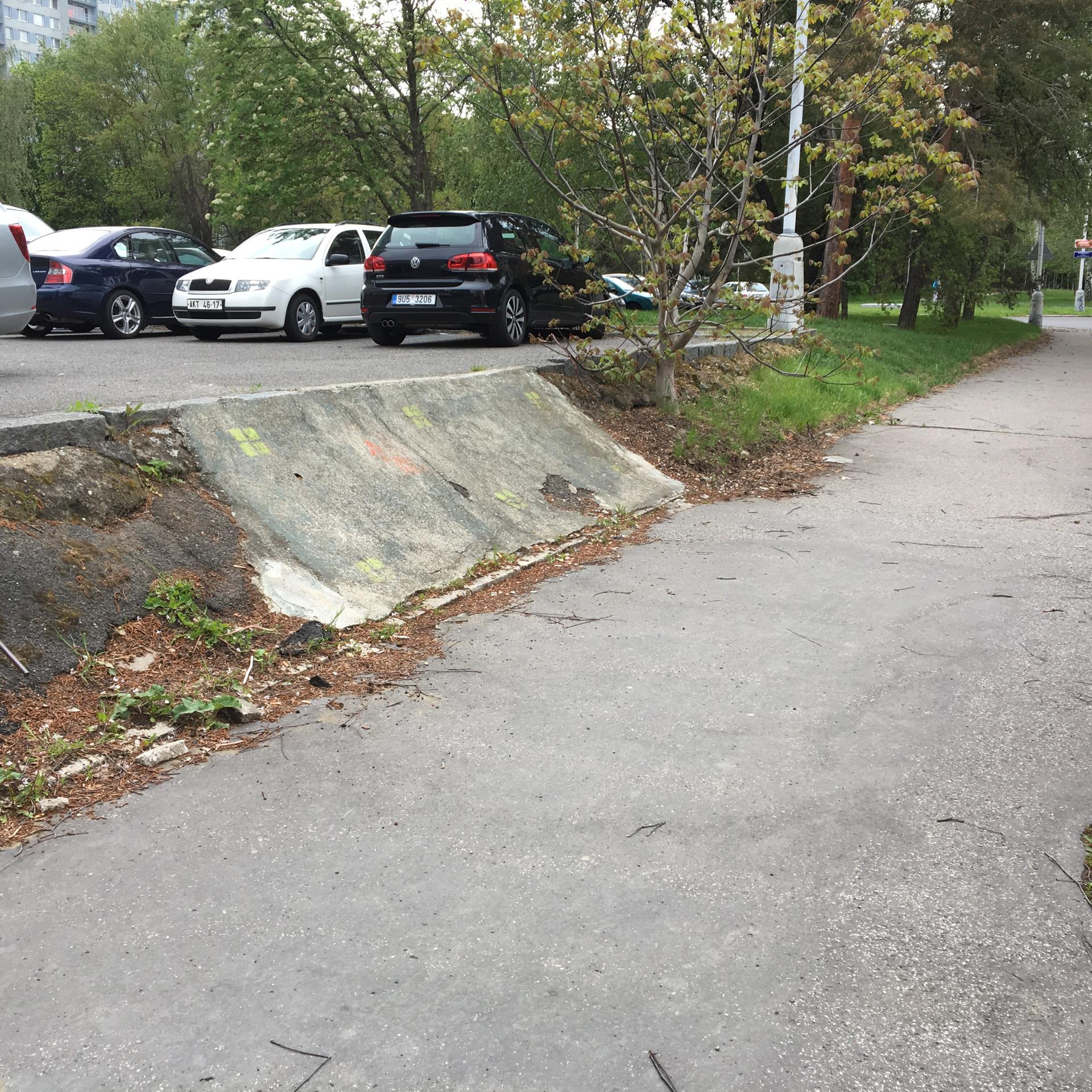 Transition on sidewalk  