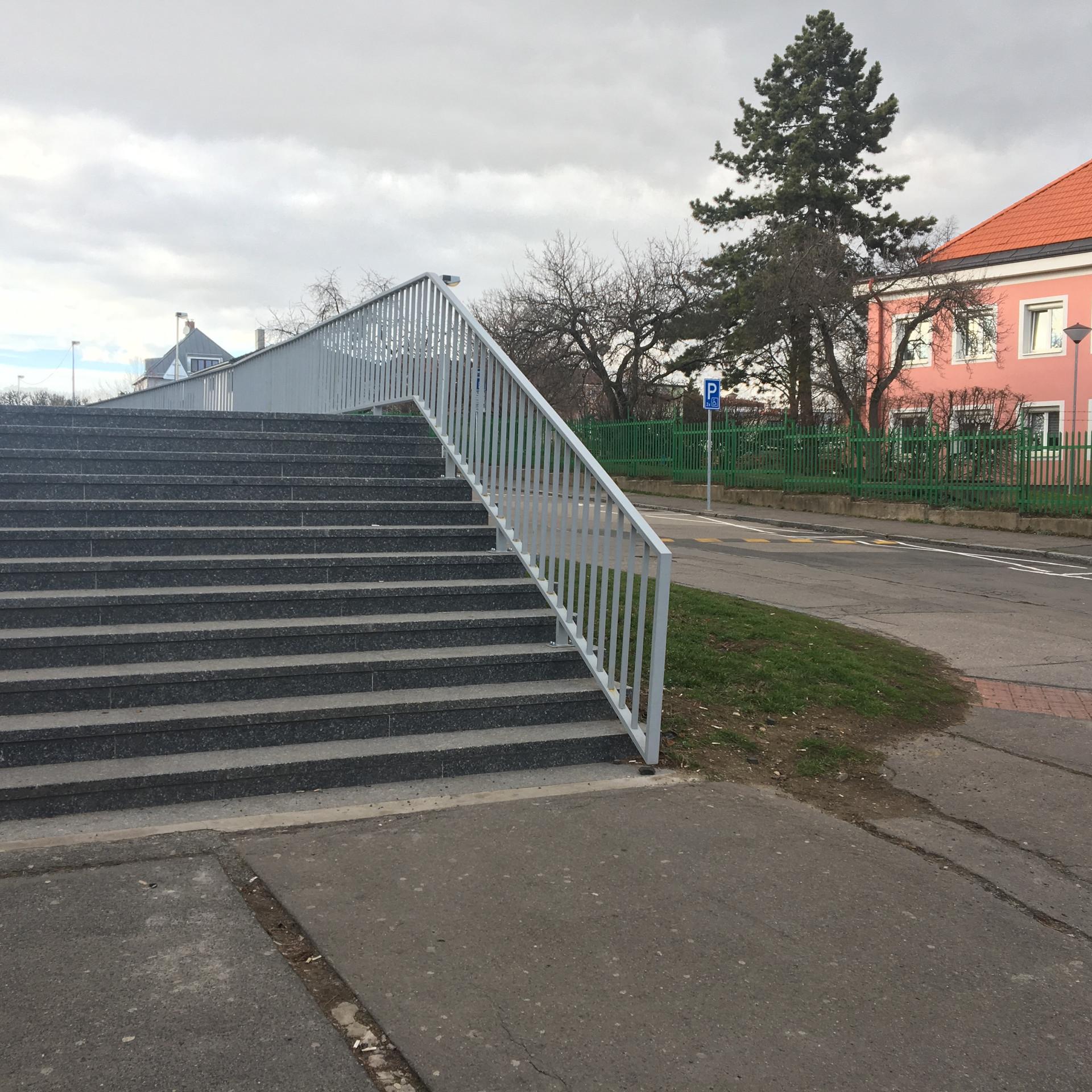 Rail 12 stairs