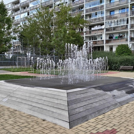 Fountain with banks   