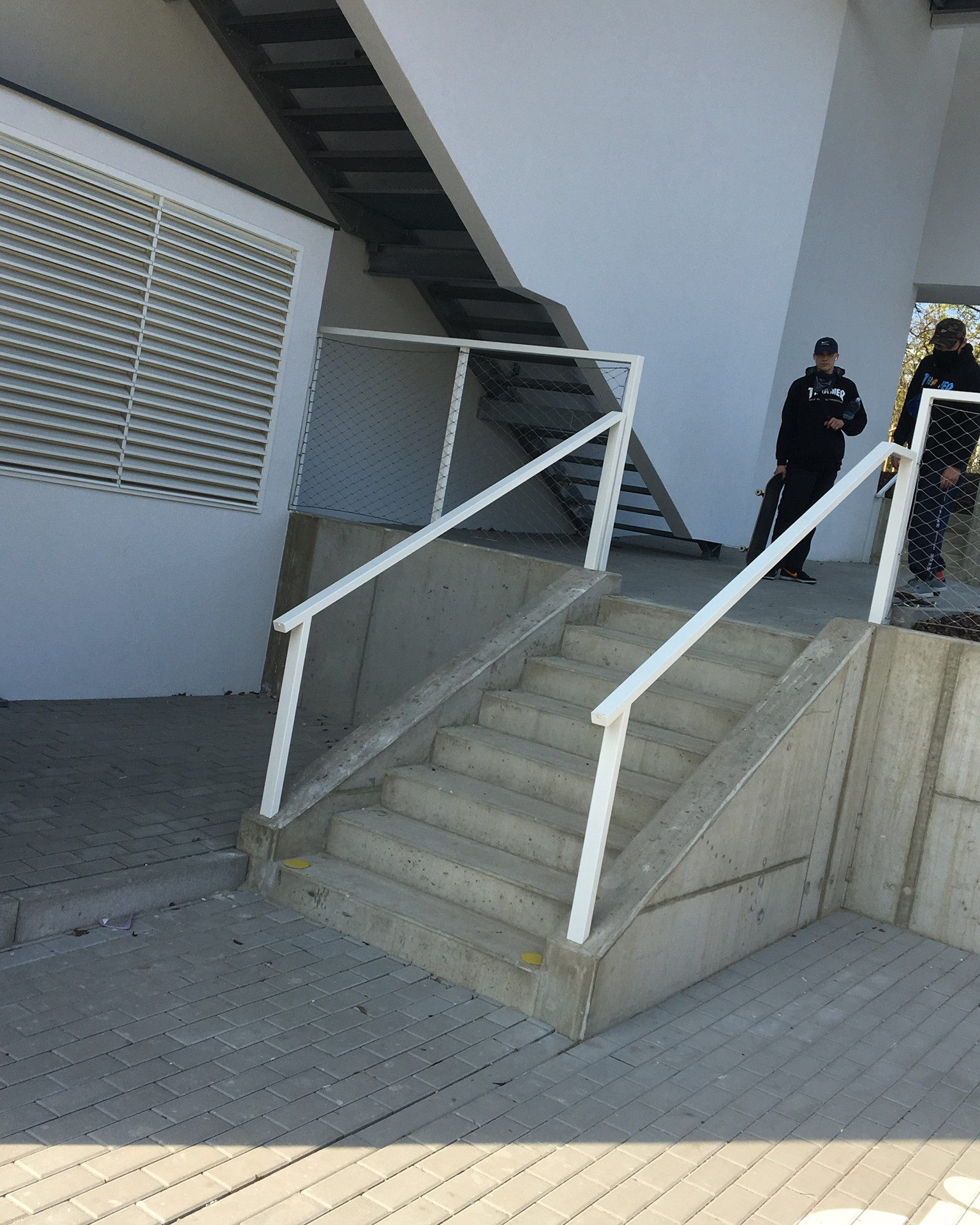 Rail 8 stairs​  ​ - Bus Station: Pelc Tyrolka - Povltavská street - Behind university