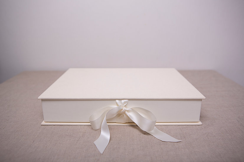 Design portfolio boks med 10 stk forstørrelser med passepartout og bakplate