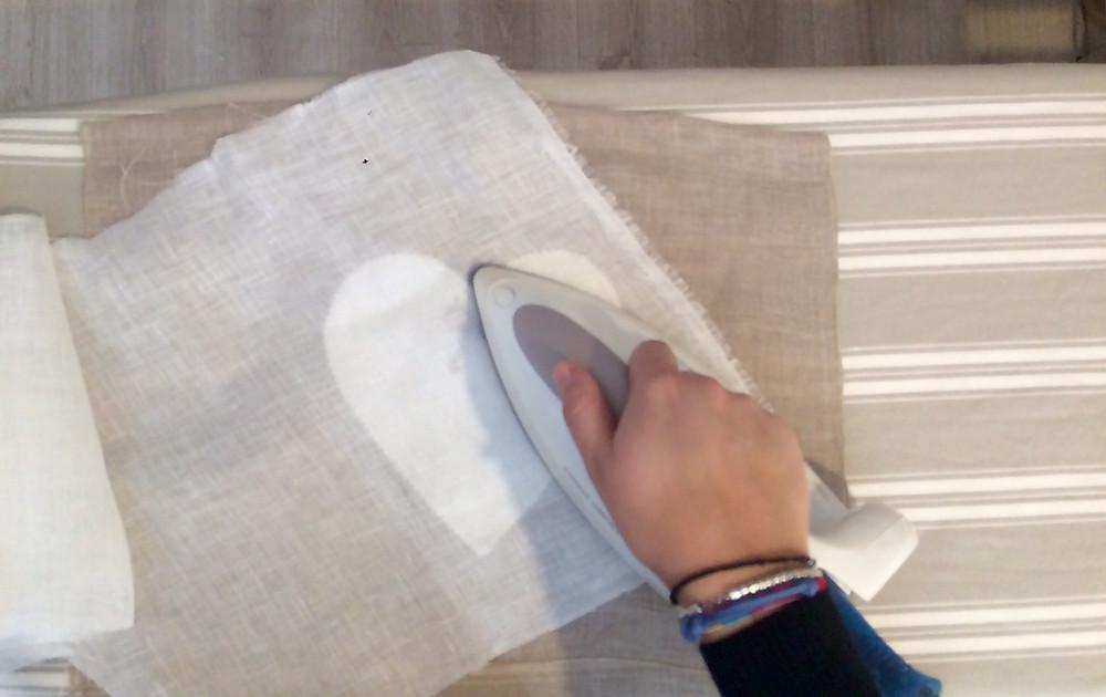 uso del panno di lino per stirare le tende