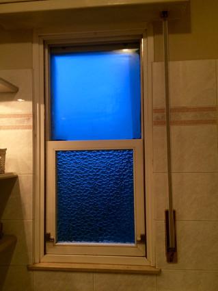 Tendine a finestra: come appendere le tende in lino sulle finestre scorrevoli