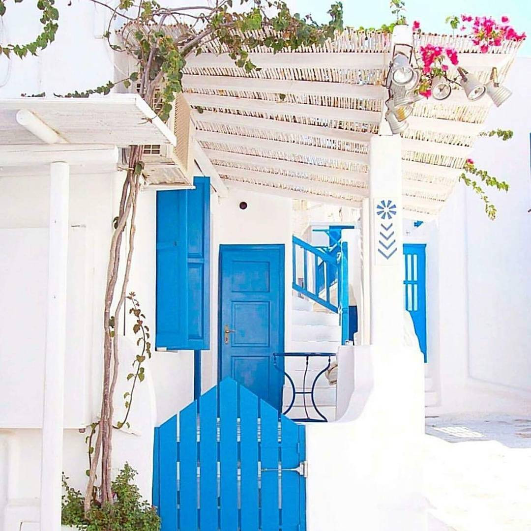 Entrance to Eleanna's