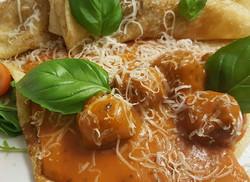 Meetballs with Creamy tomato sauce Crêpe
