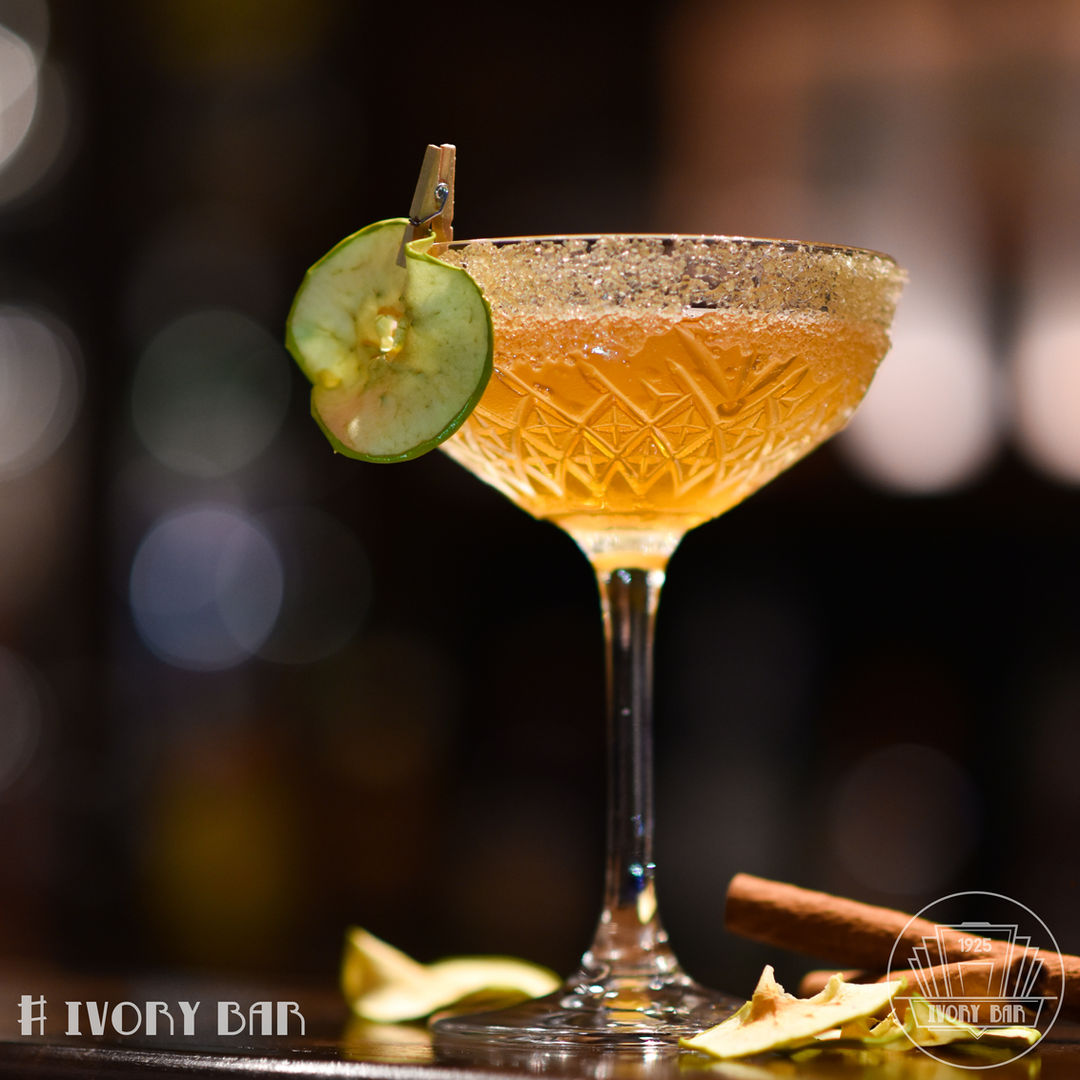 Our Cocktail of the Month Apple Brumble is a booze infused traditional take on the classic apple crumble. Taking you back to Granny Smith's kitchen, this sweet delight will bring back childhood memories with an alcoholic twist!