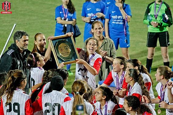 זכייה באליפות של קבוצת הנערות