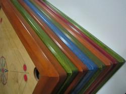 Teintes: merisier, vert bleu et acaj