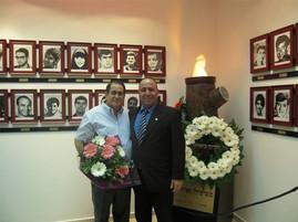 עם ראש מועצת אזור מר אמנון זך בחנוכת בית יד לבנים בישוב