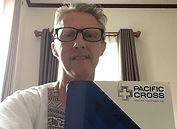 Hugo W. mit Pacific Cross Mappe.jpg