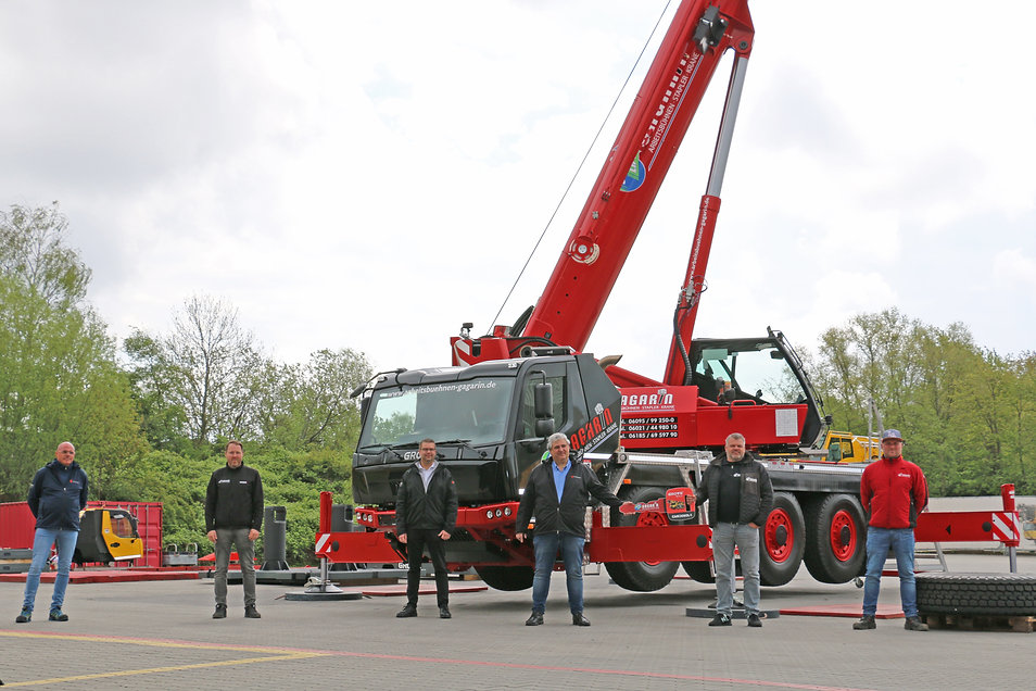 Germany's first Grove GMK3060L-1 with new carrier cab goes to Arbeitsbühnen Gagarin (1).jp