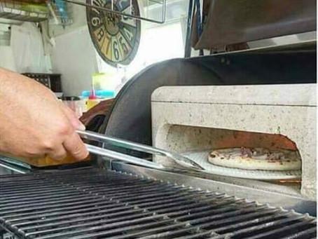 美味しさの秘密はピザ窯にあり