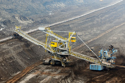 aerial-view-in-coal-mine-with-bucket-whe