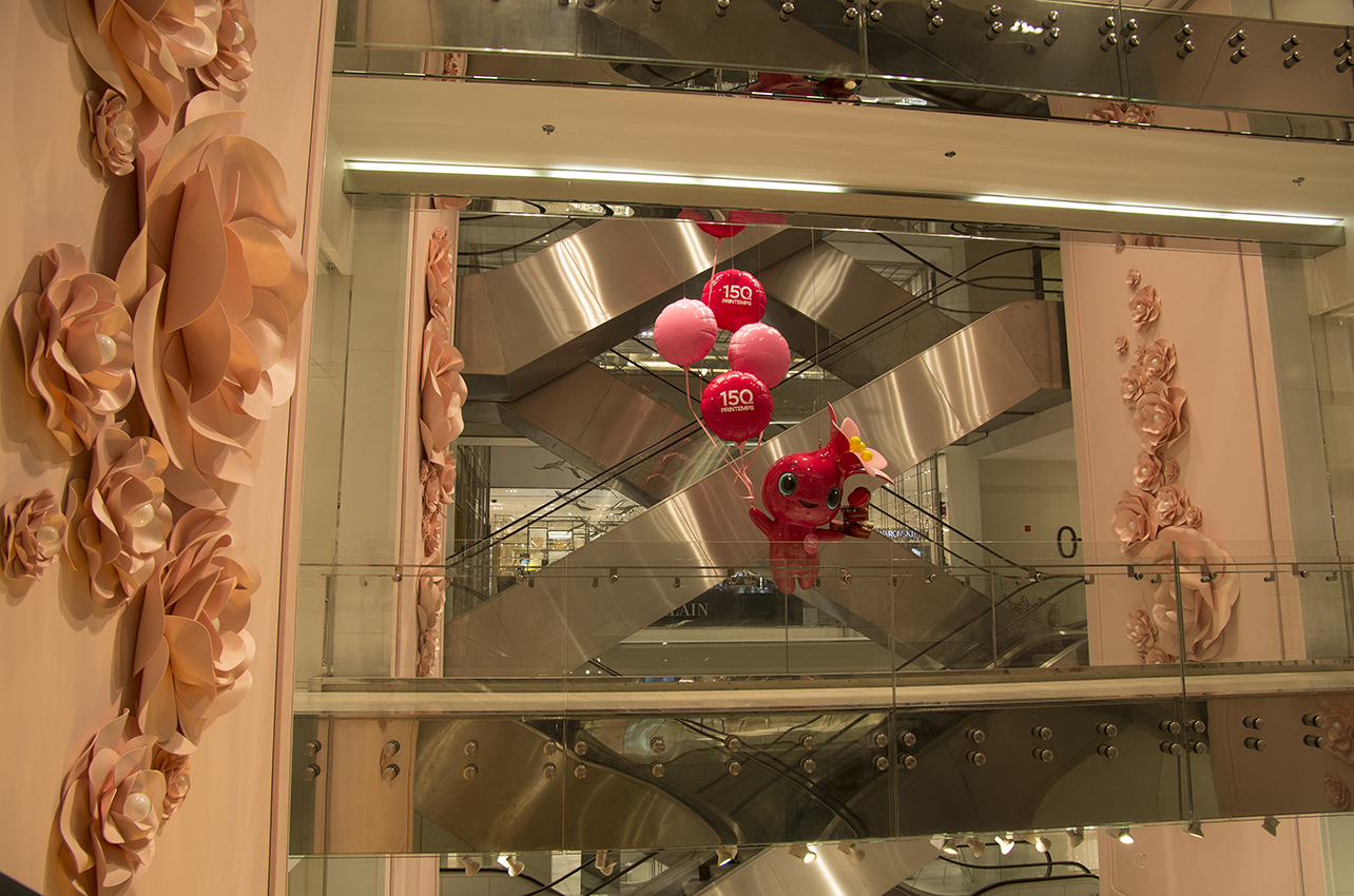 Mascotte atrium Printemps Haussmann