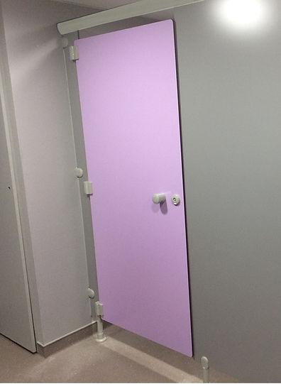 cabines sanitaires phénoliques en stratifié compact HPL CABSAN-sanitary cabins-sanitärkabinen
