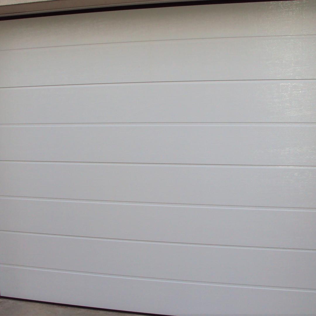 Porte de garage PMH Menuiserie Fraisans Jura