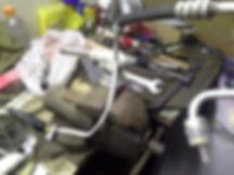 Устраняется корозия вырезанием пораженного куска трубы и впайке нового.