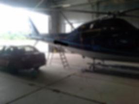 Да, даже кондиционер вертолета можем заправить. Система полностью идентична автомобильной. Только гораздо чище, так как нет подкапотного пространства, куда летит грязь.
