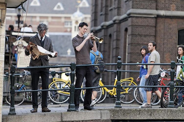 Edward Janssen NL and Mark Nieuwenhuis NL – Symphonie des Trottoirs