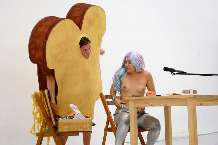 Lady Dada and her assistant Toast, photo by Thomas Lenden