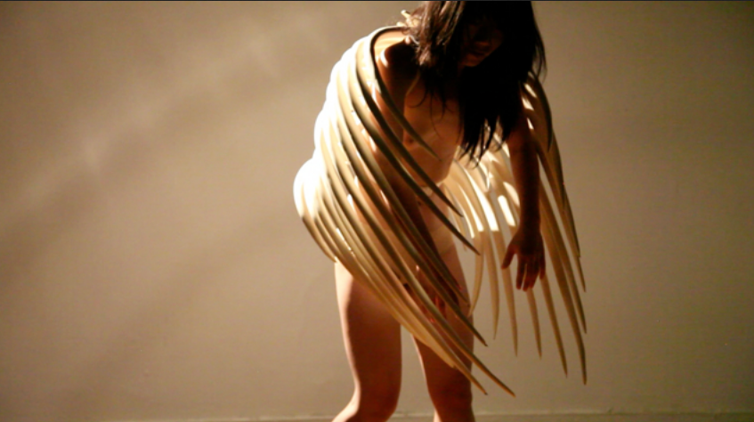 Solitary dancing / It's coming closer, Goeun Baen
