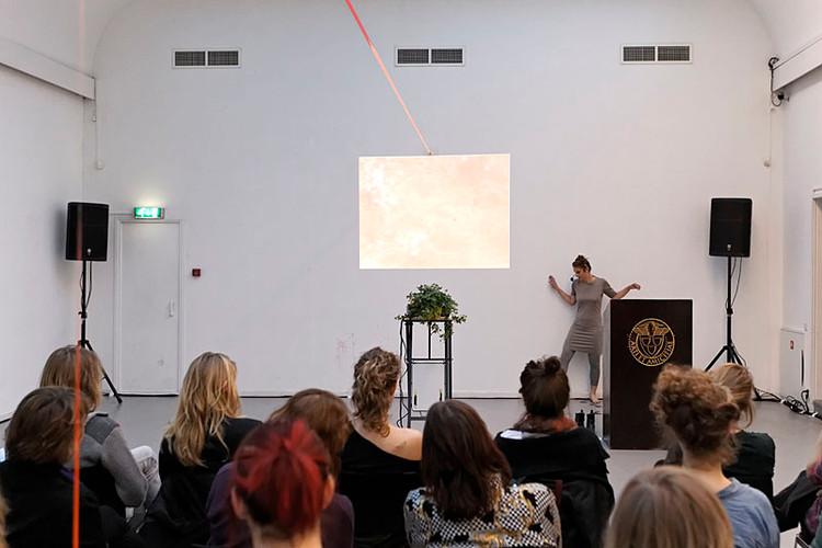 Esmee Geerken, Trajectories #2, photo by Thomas Lenden