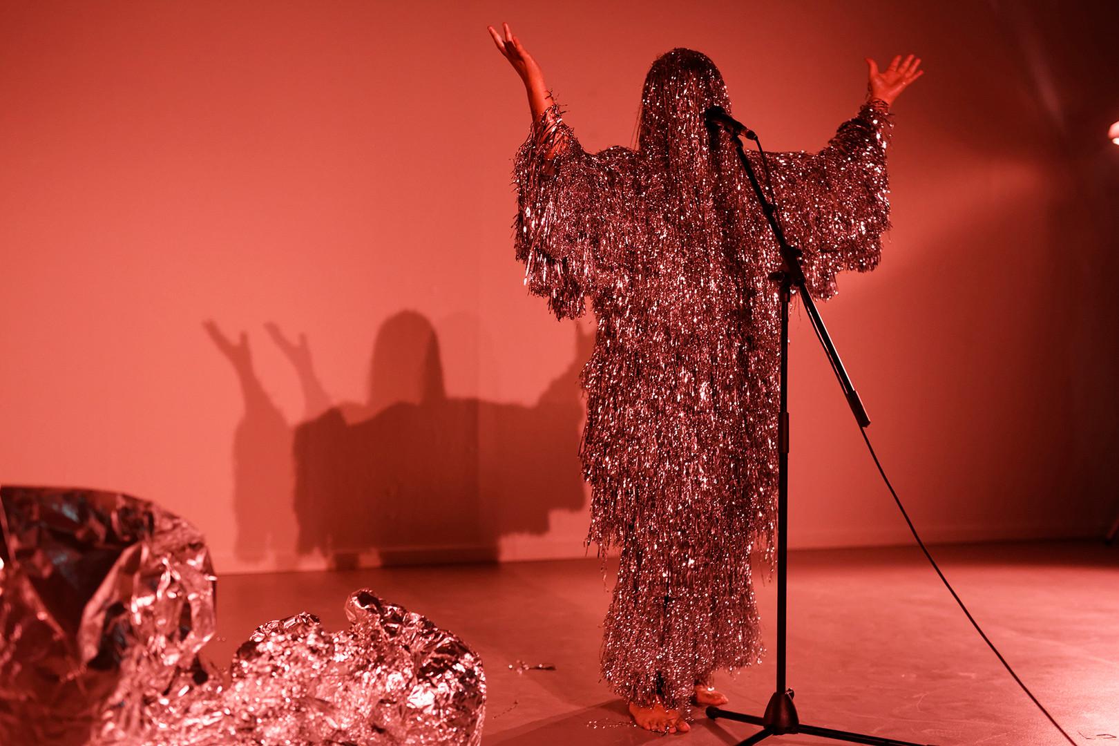 SINGLE, Fernanda Branco Polse, photo by Thomas Lenden