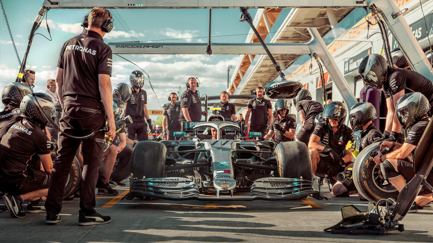 mercedes-amg-f1-pit-crew-2019.jpg