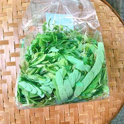 ใบมะขามอ่อน (100 กรัม)