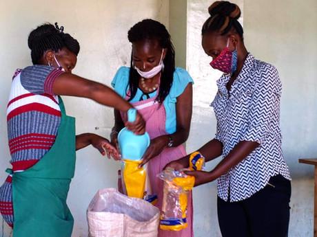Creading food parcels for slum famillies