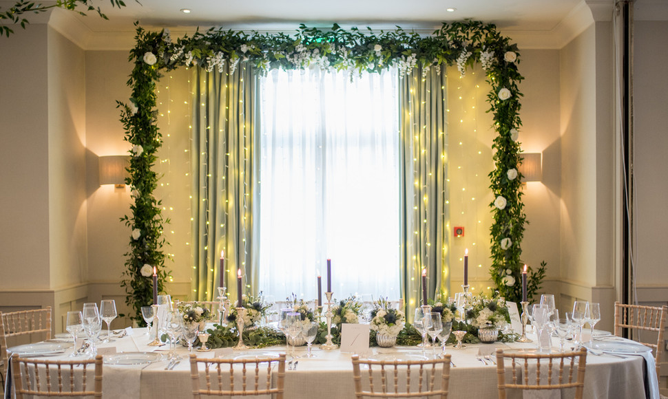 Framing your first meal together and giving you the backdrop to remember.   Our natural rustic arch is perfect for this occasion.   £249
