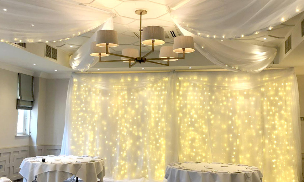 Give the Evelyn Suite that elegant finish by adding Draping & fairylights.   4 pointed star £450