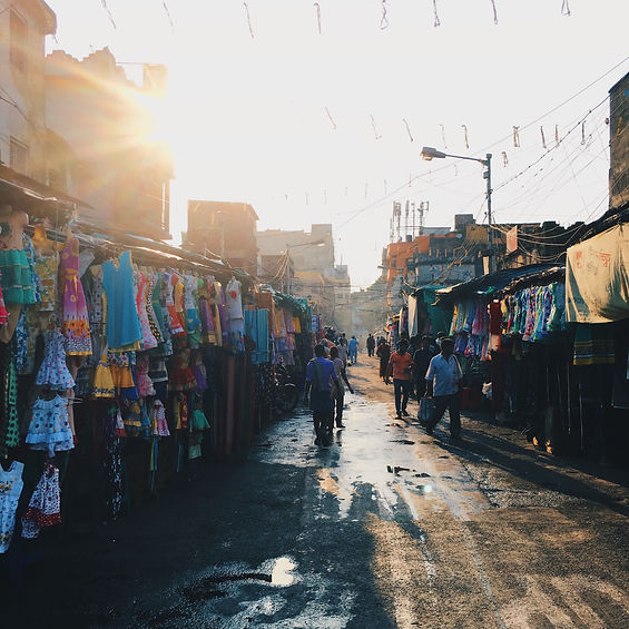 afternoon-light-in-the-streets-of-india-