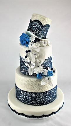 Hochzeitstorte_blau_weiß.jpg