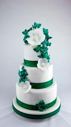 Hochzeitstorte_grün-weiß_mit_Schmetterli