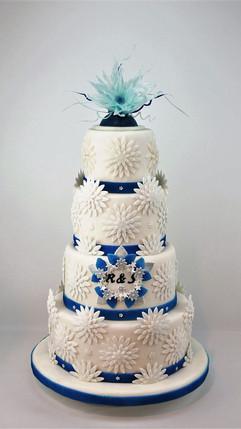 Winter-Hochzeitstorte_Blau_Weiß.jpg