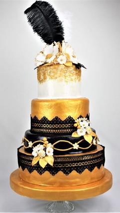 Hochzeitstorte_Gold_mit_schwarzen_Spitze