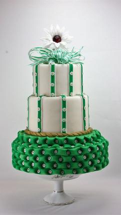 Hochzeitstorte_mit_grünem_Polstereffekt_