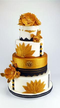 Gold_schwarz_weiß_Hochzeitstorte_für_100
