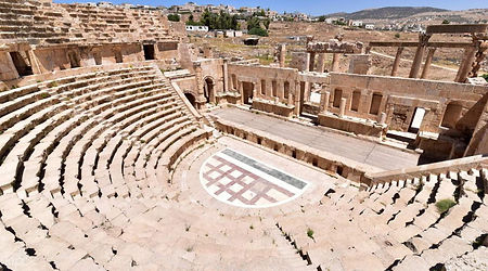 Pompeii-ruins-large anfiteather.jpg
