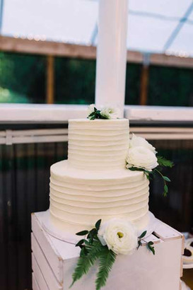 Fresh Florals Wedding Cake