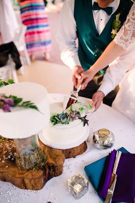 Clean and Elegant Wedding Cake