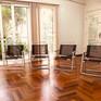 Salão com cadeiras