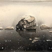 Sten i snöfall / 30x20cm