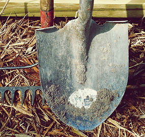 shovel-1867123_1920_edited.jpg