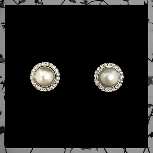 Pearl Earrings with Round Diamonds